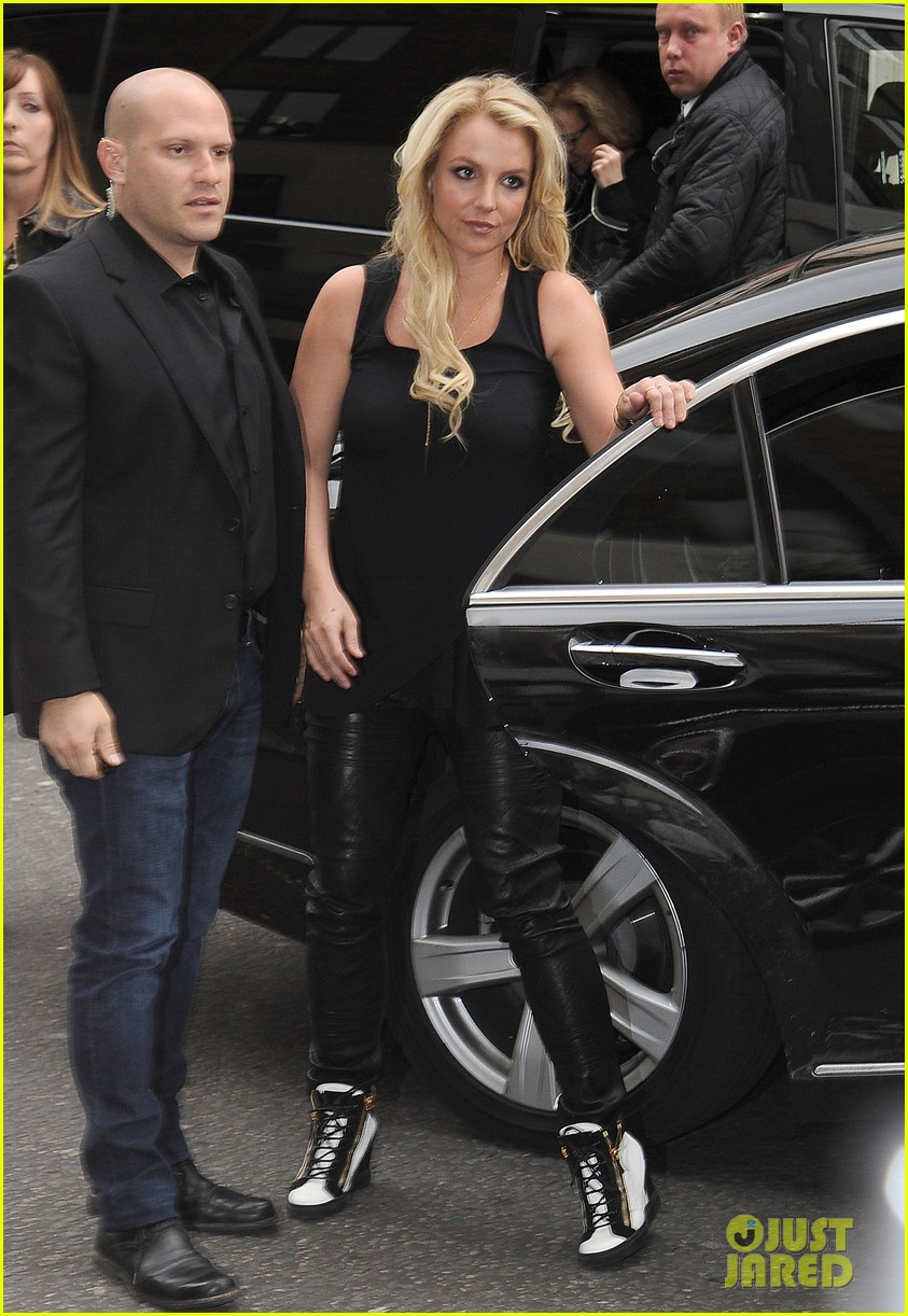 britney spears makes capital fm radio appearance in london 10