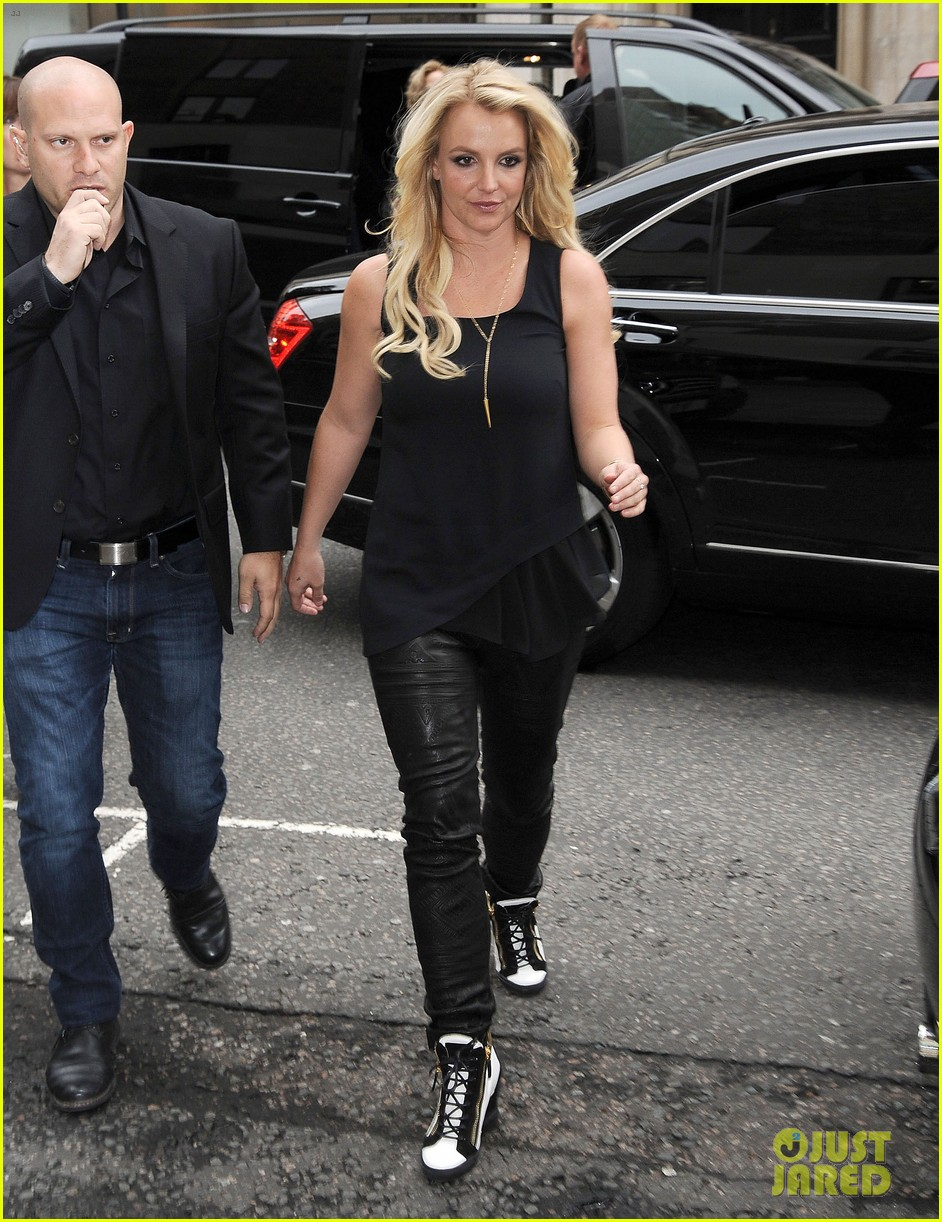britney spears makes capital fm radio appearance in london 112971626