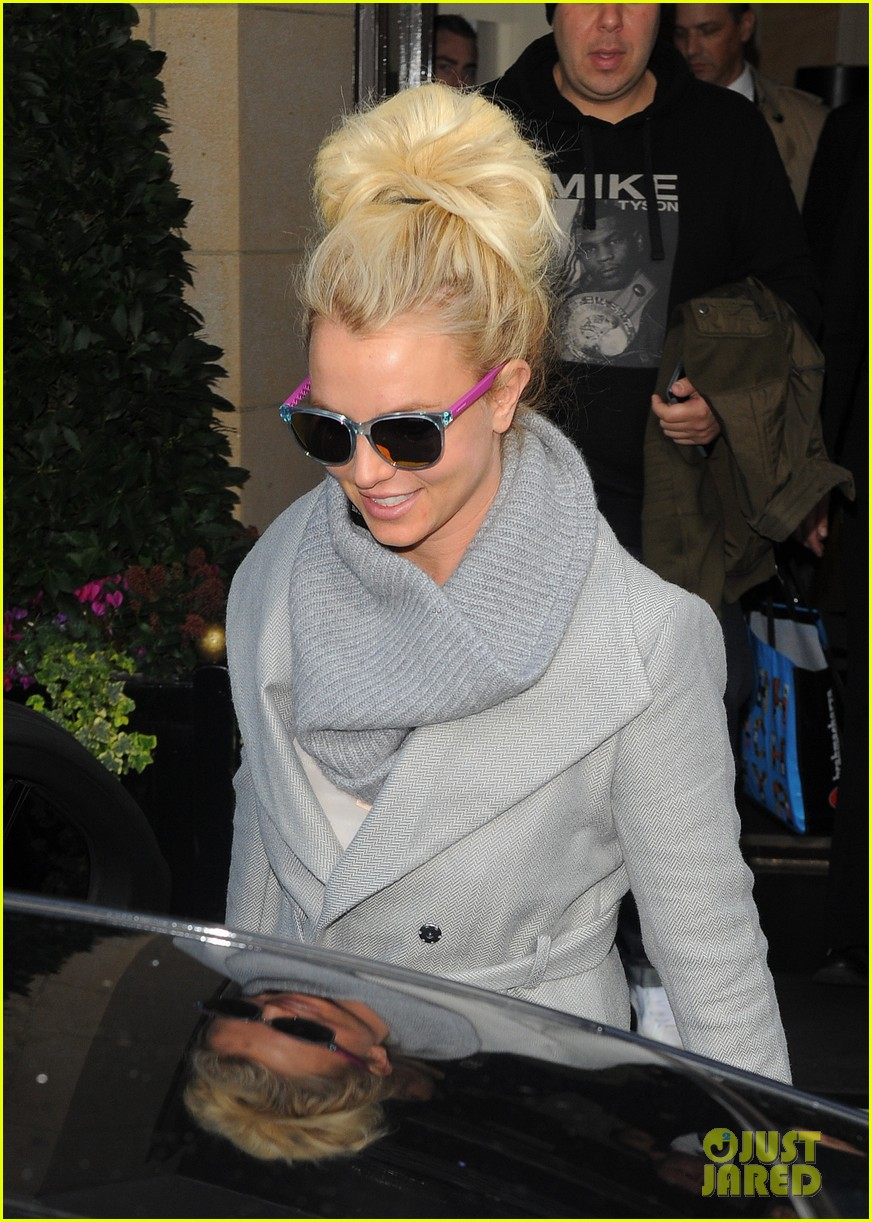 britney spears london exit after taping chatty man 012973618