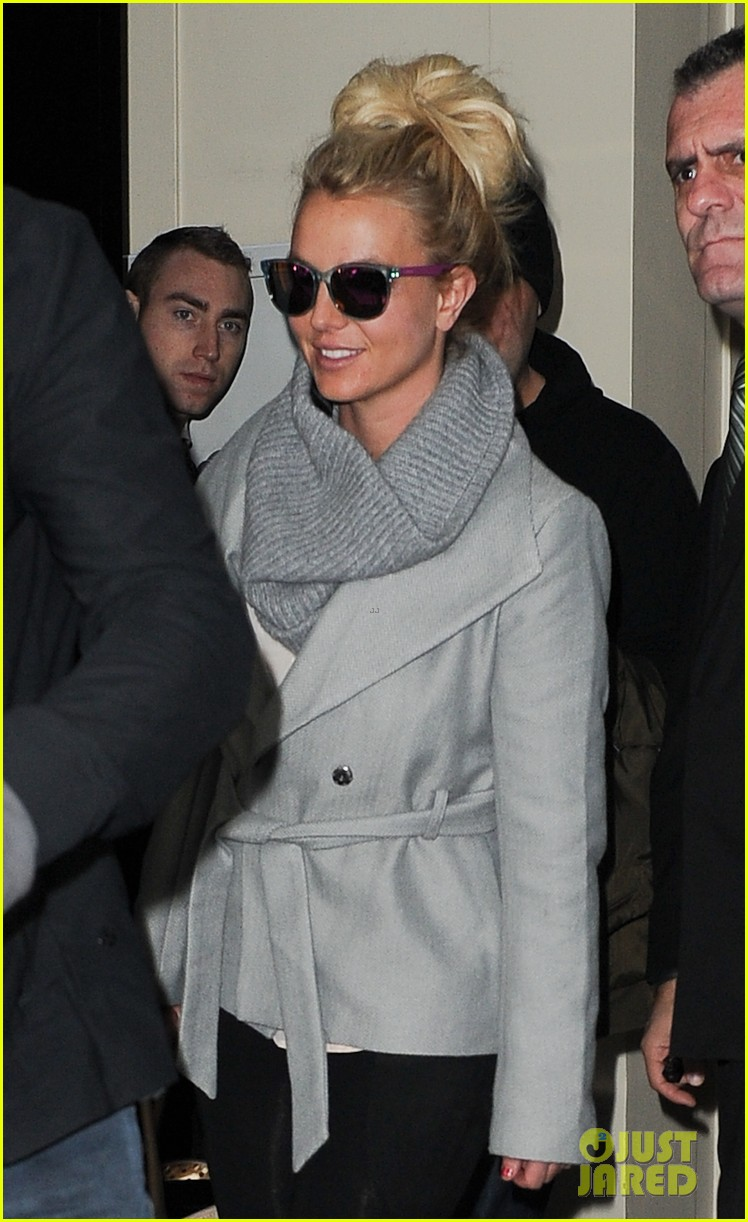 britney spears london exit after taping chatty man 052973622