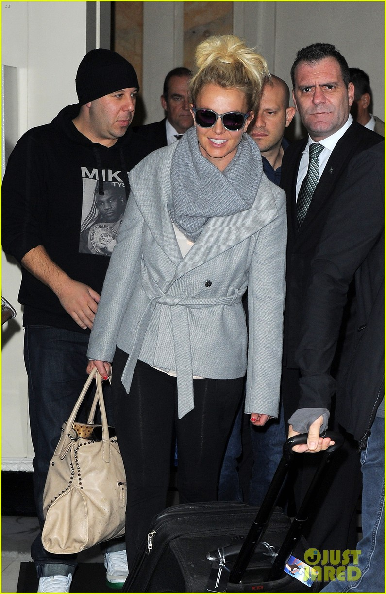 britney spears london exit after taping chatty man 072973624
