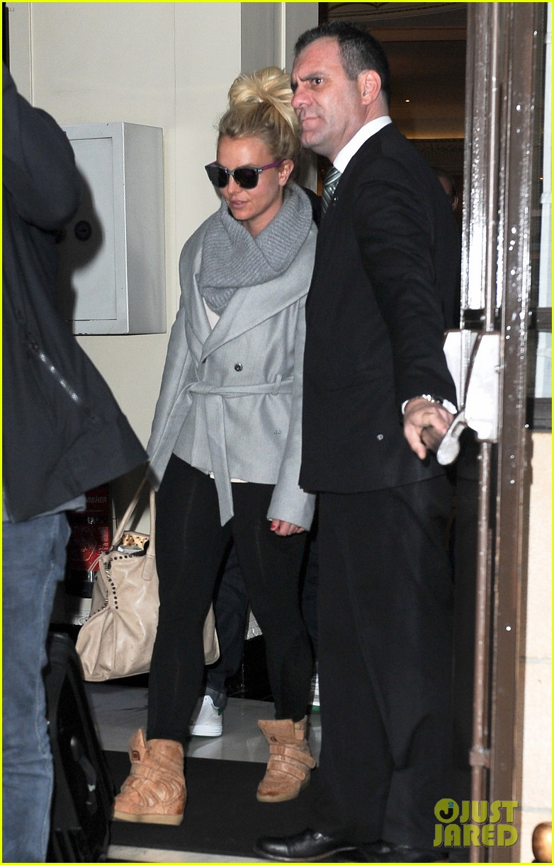 britney spears london exit after taping chatty man 092973626