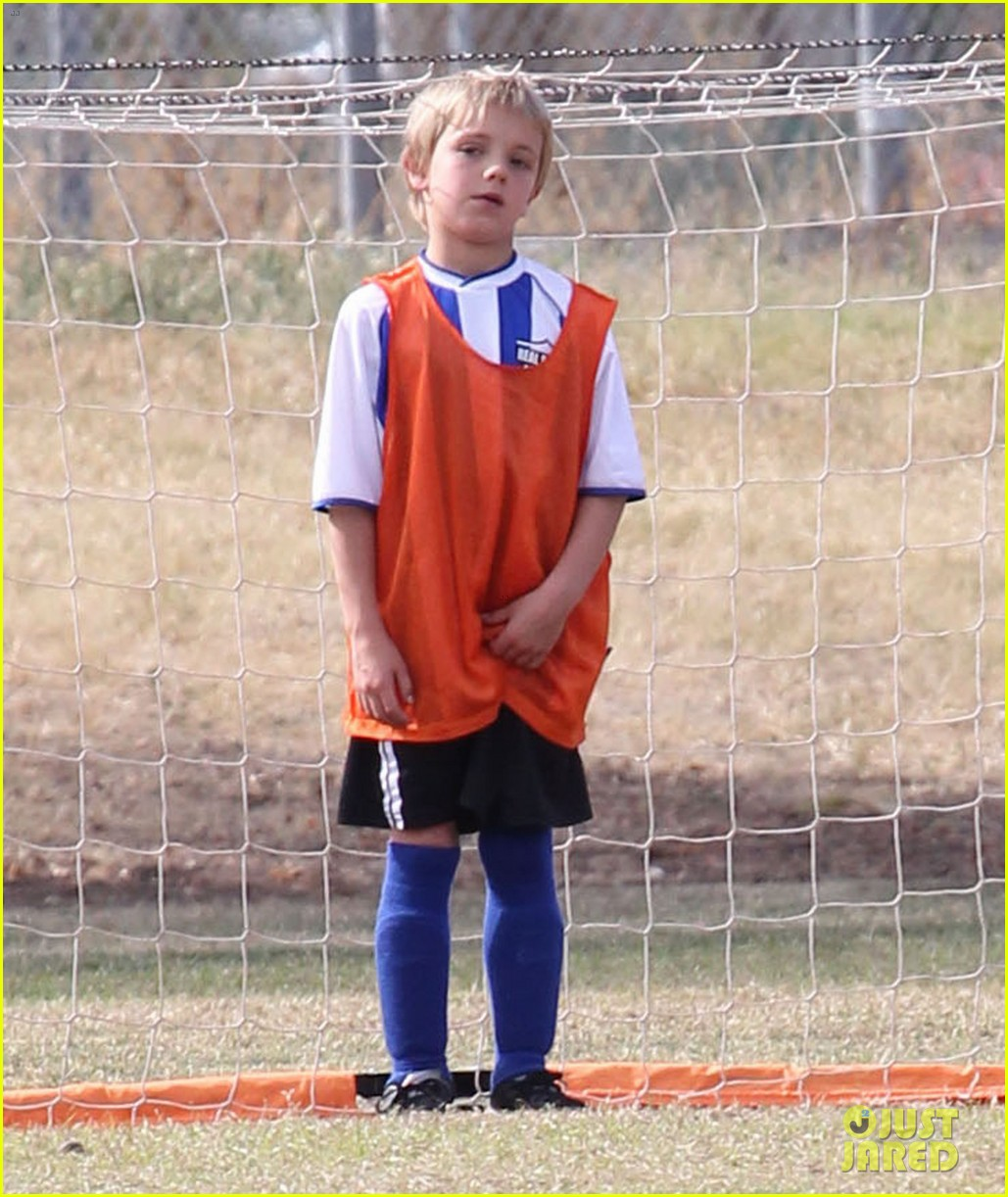britney spears jayden soccer game with kevin federline 04