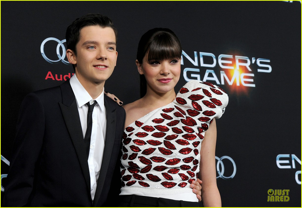 hailee steinfeld asa butterfield enders game premiere 19