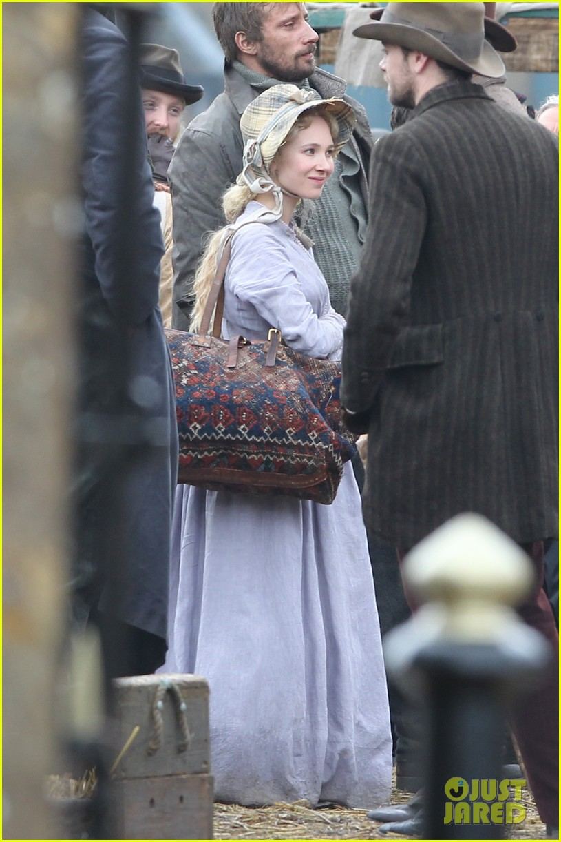 tom sturridge juno temple far from the madding crowd filming 012977644