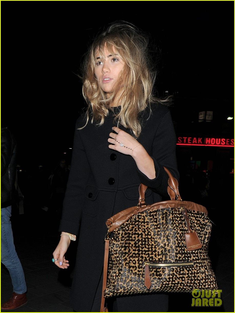 suki waterhouse sings at prowl magazine launch 062979180