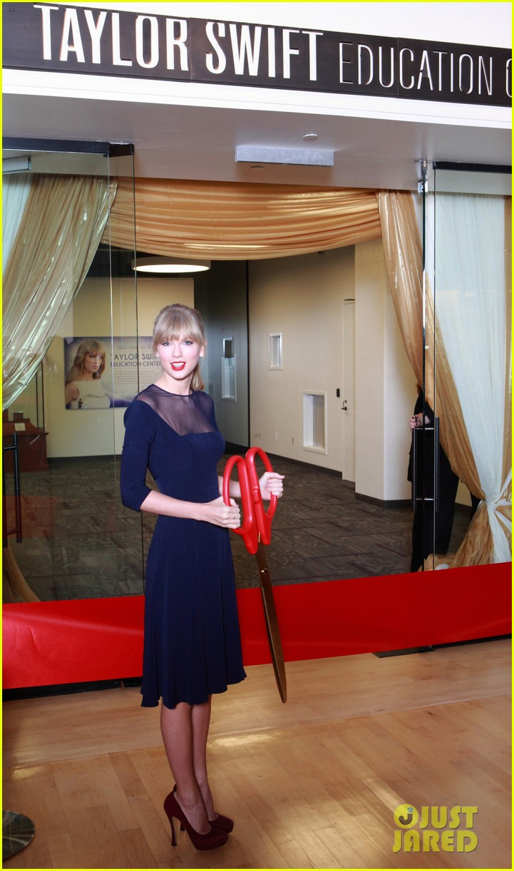 taylor swift opens education center in nashville 042970781