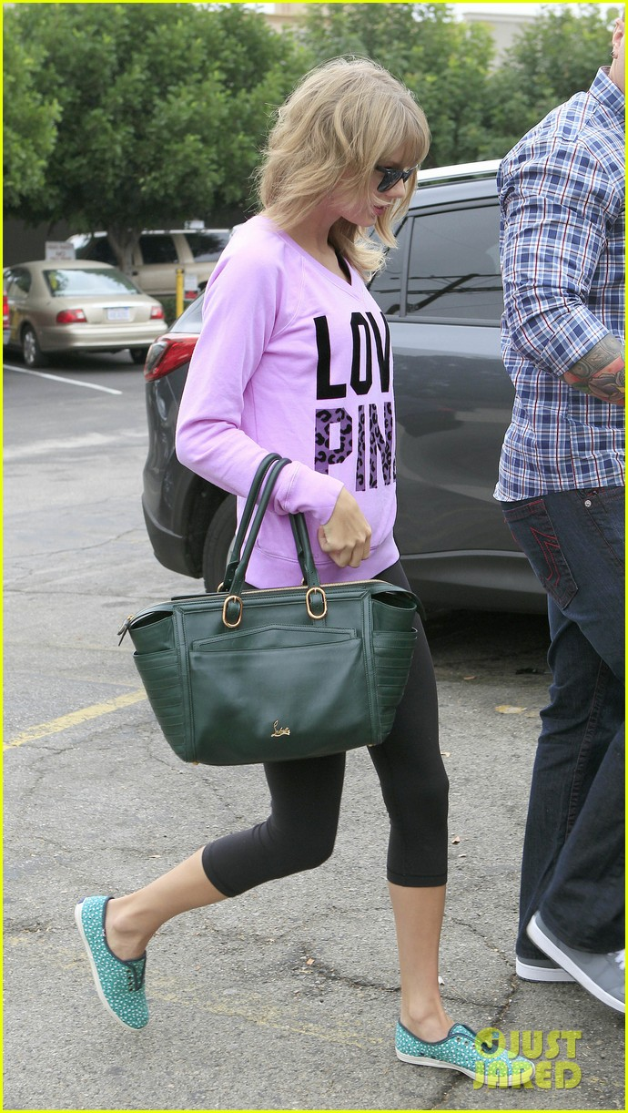 taylor swift katy perry kept lock of her hair in purse 102978437