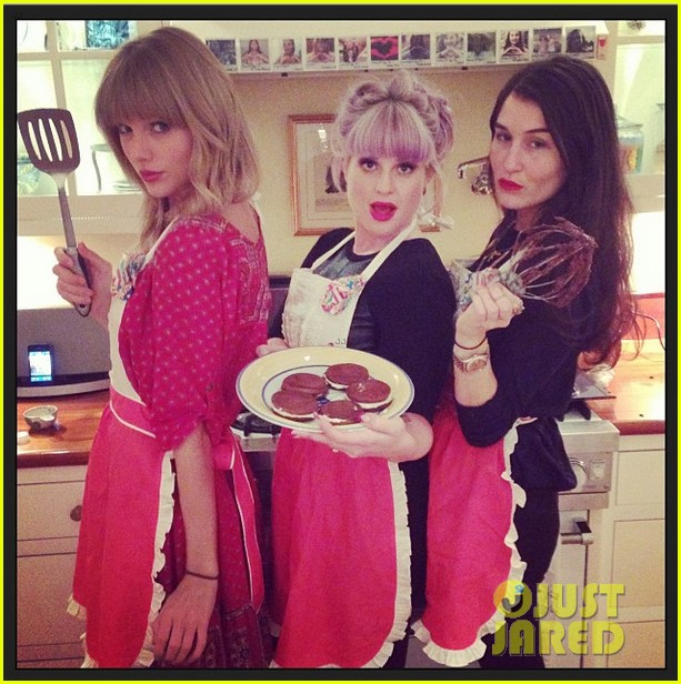 taylor swift hits the gym after baking  with kelly osbourne 052965845