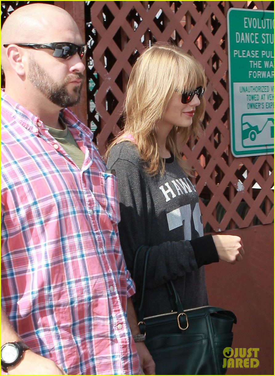 taylor swift hits the gym after baking  with kelly osbourne 092965849