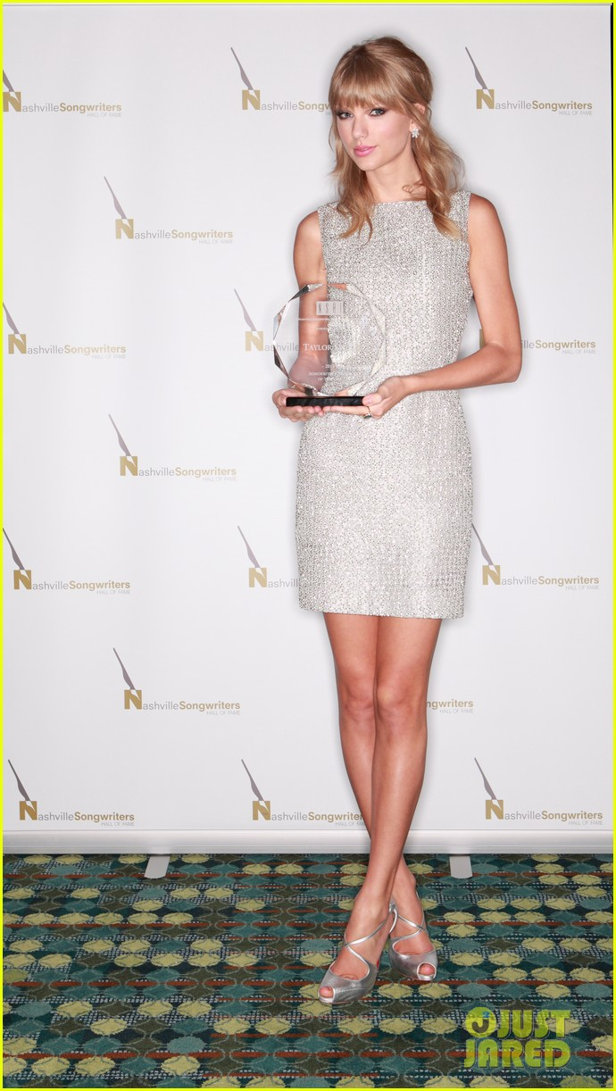 taylor swift songwriters award in nashville 02
