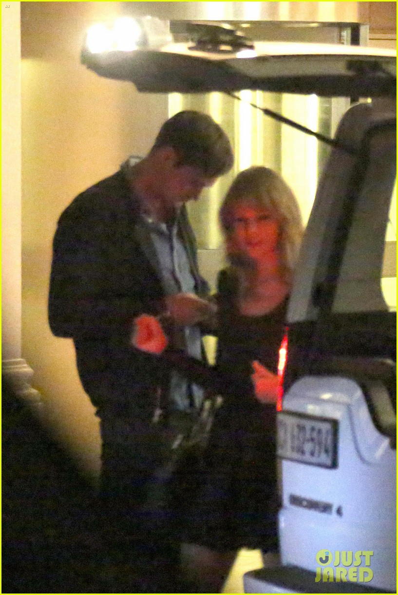 taylor swift alexander skarsgard dine with the giver cast 02