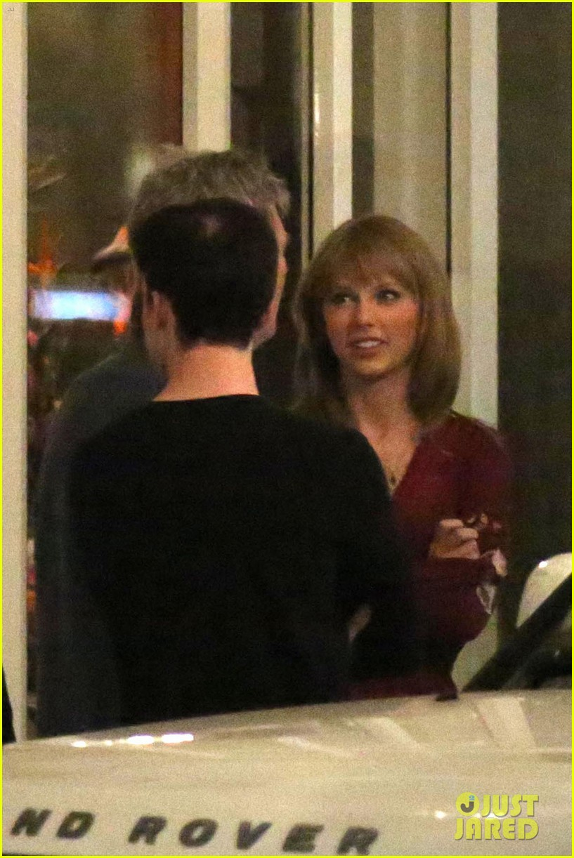 taylor swift alexander skarsgard dine with the giver cast 142976437