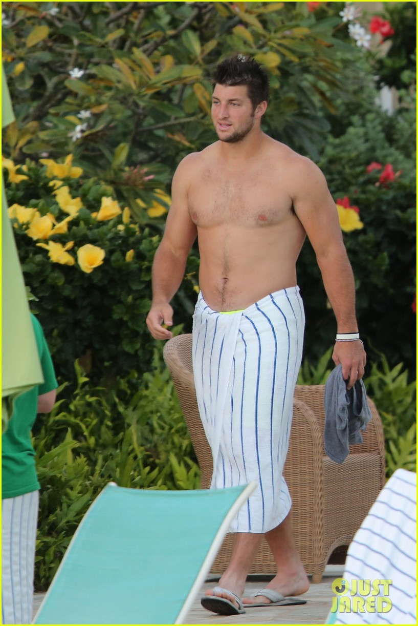 tim tebow shirtless beach stud in hawaii 012971670