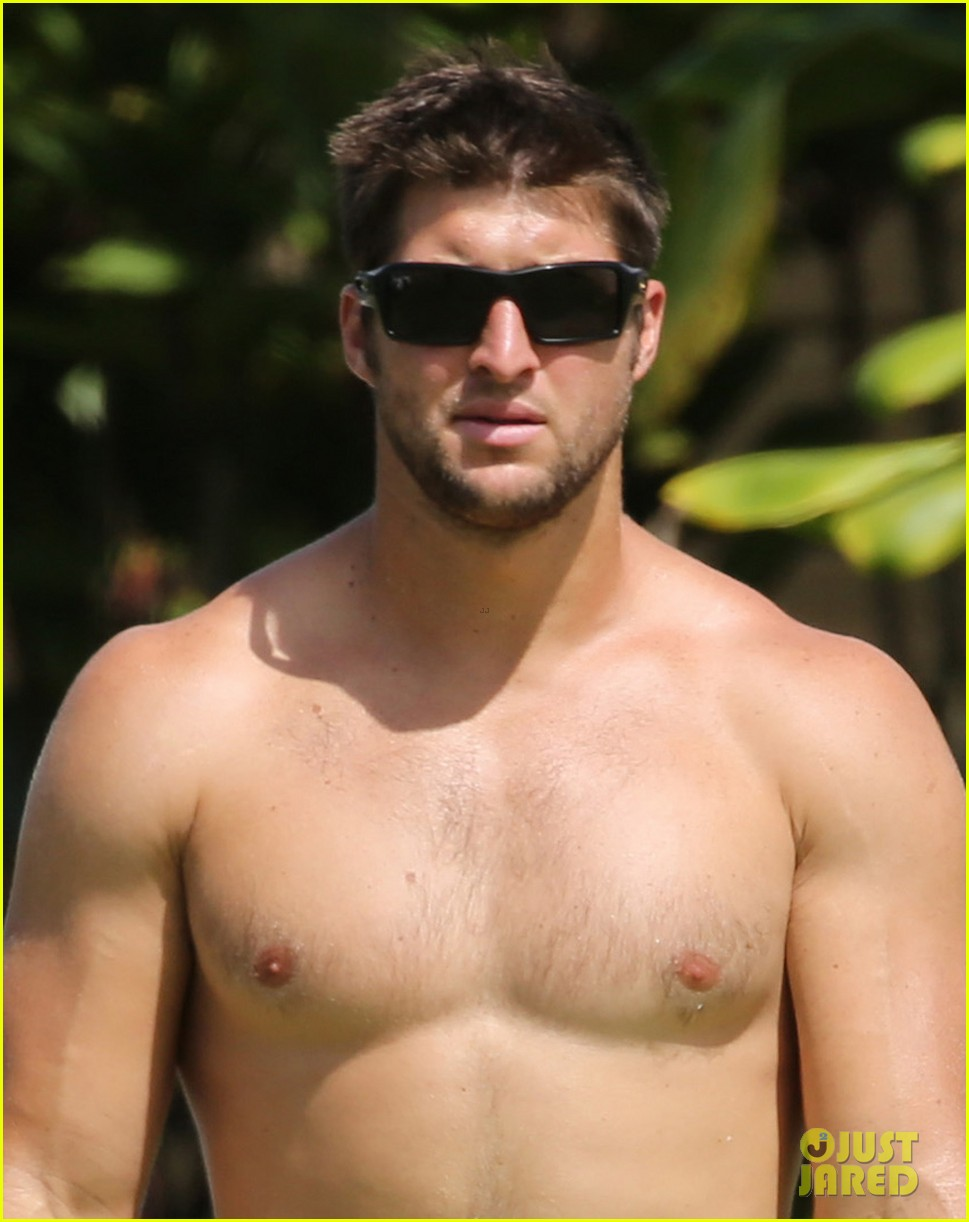 tim tebow shirtless beach stud in hawaii 022971671