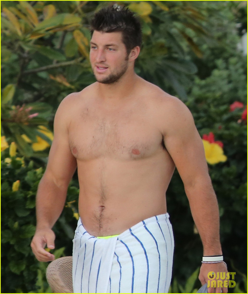 tim tebow shirtless beach stud in hawaii 042971673