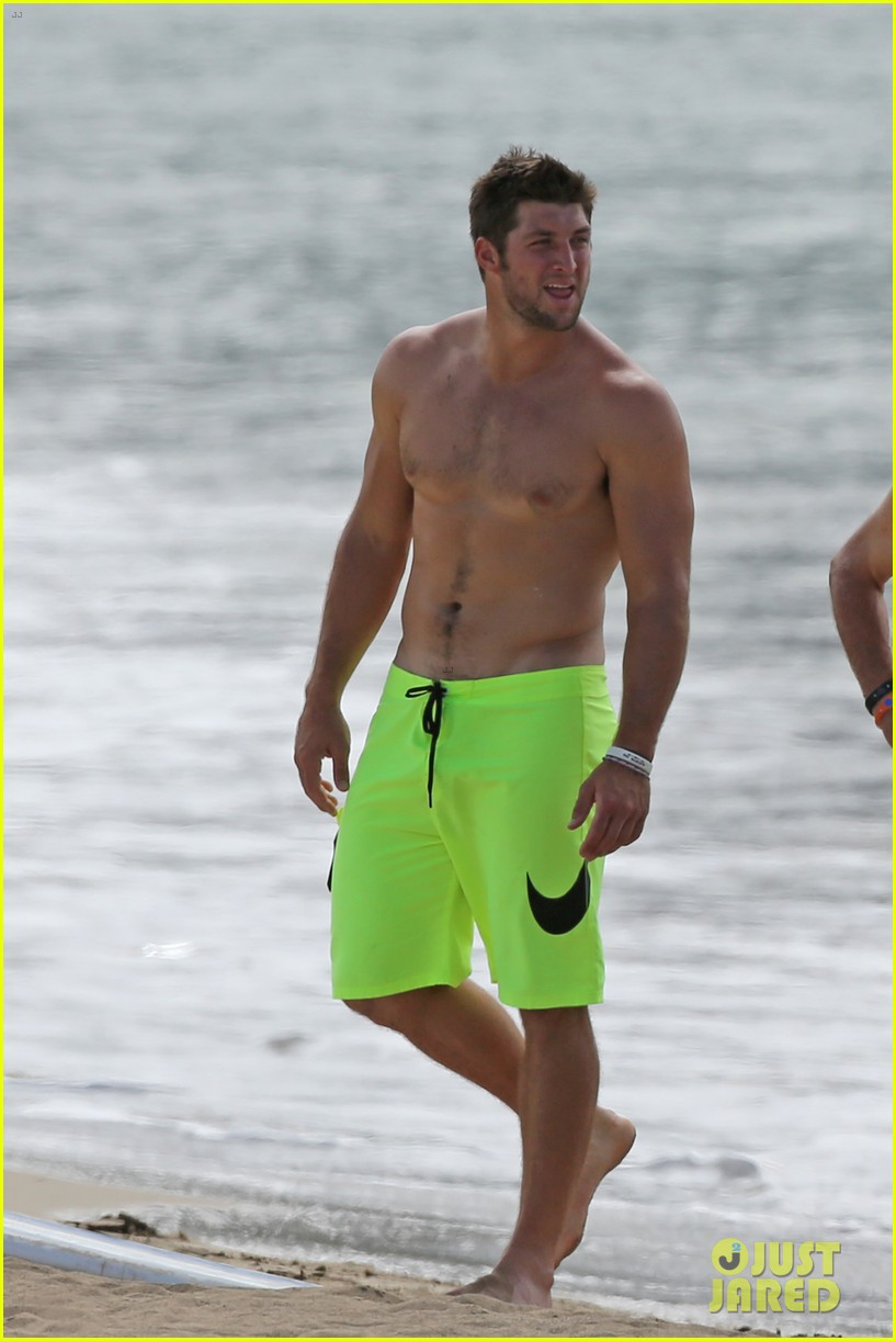 tim tebow shirtless beach stud in hawaii 052971674