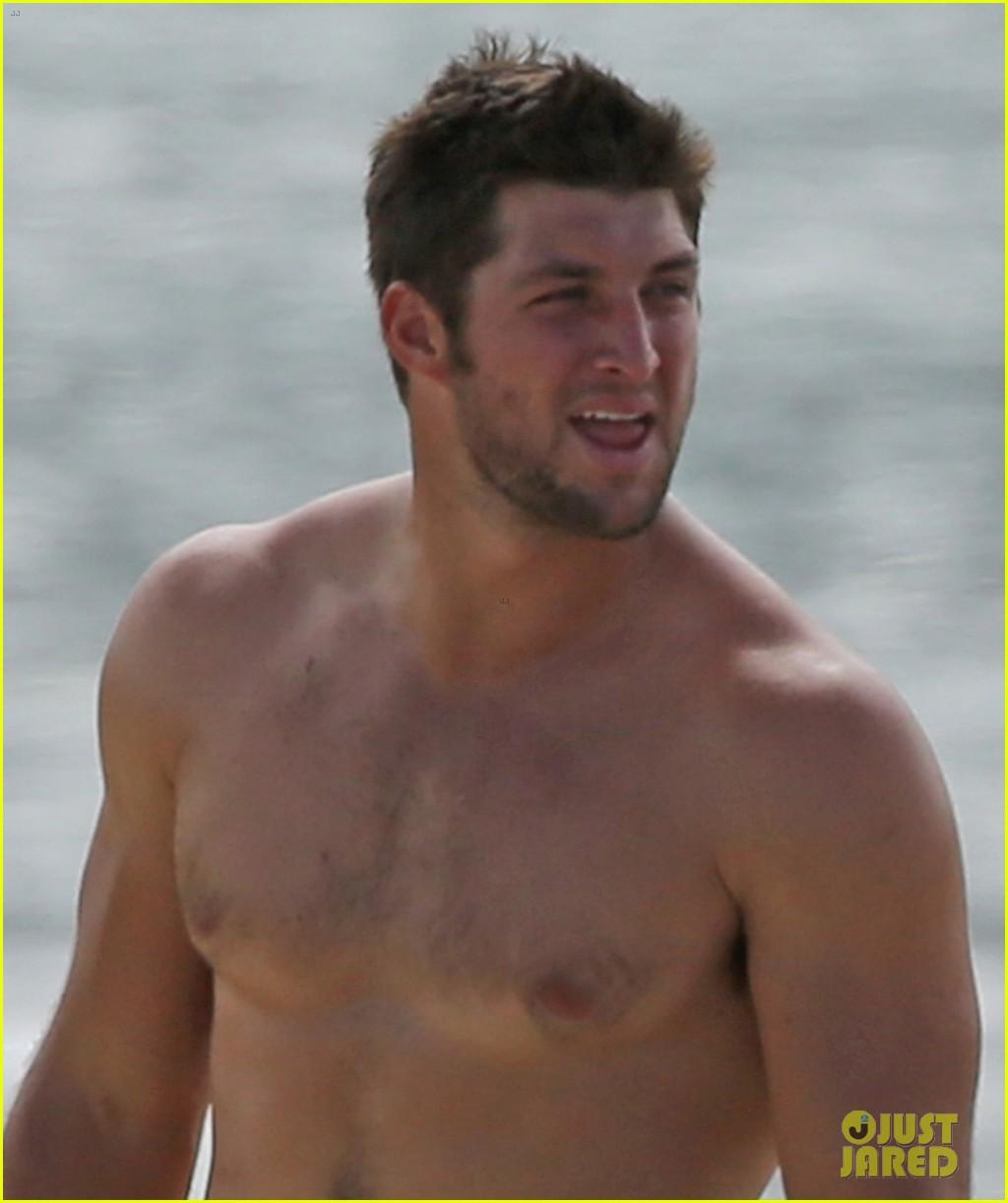 tim tebow shirtless beach stud in hawaii 082971677