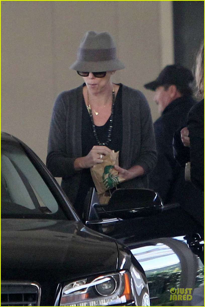 charlize theron snack grabbing lax arrival 022981927