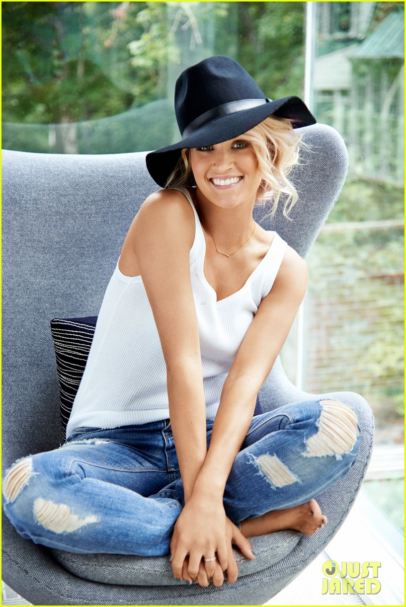 carrie underwood covers womens health november 2013 022970115