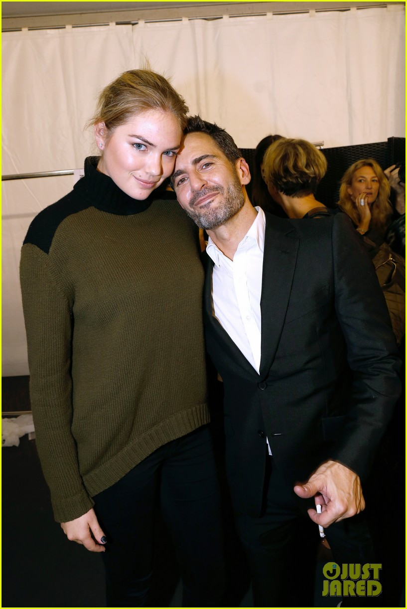 marc jacobs poses with kate upton leaving louis vuitton 02