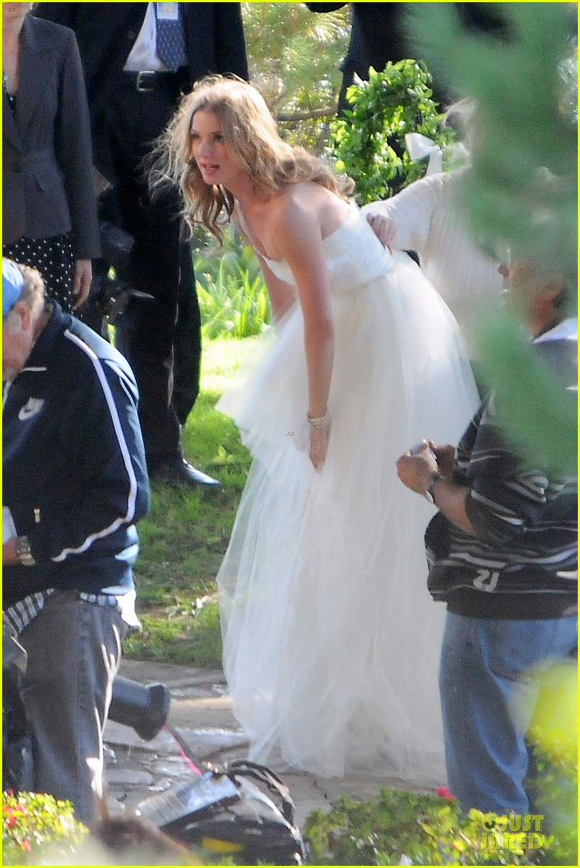 emily vancamp white wedding dress for revenge 042982602