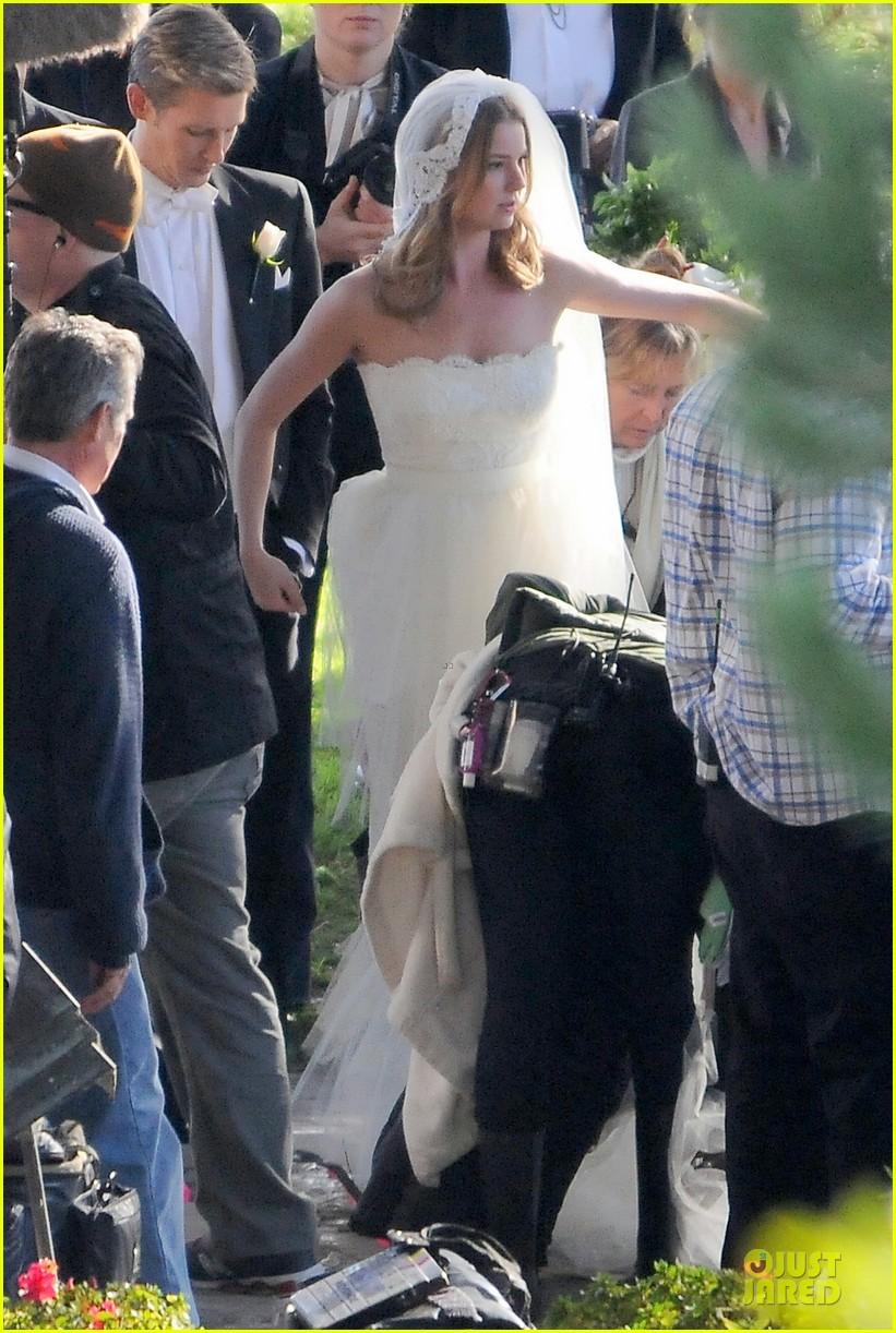 emily vancamp white wedding dress for revenge 052982603