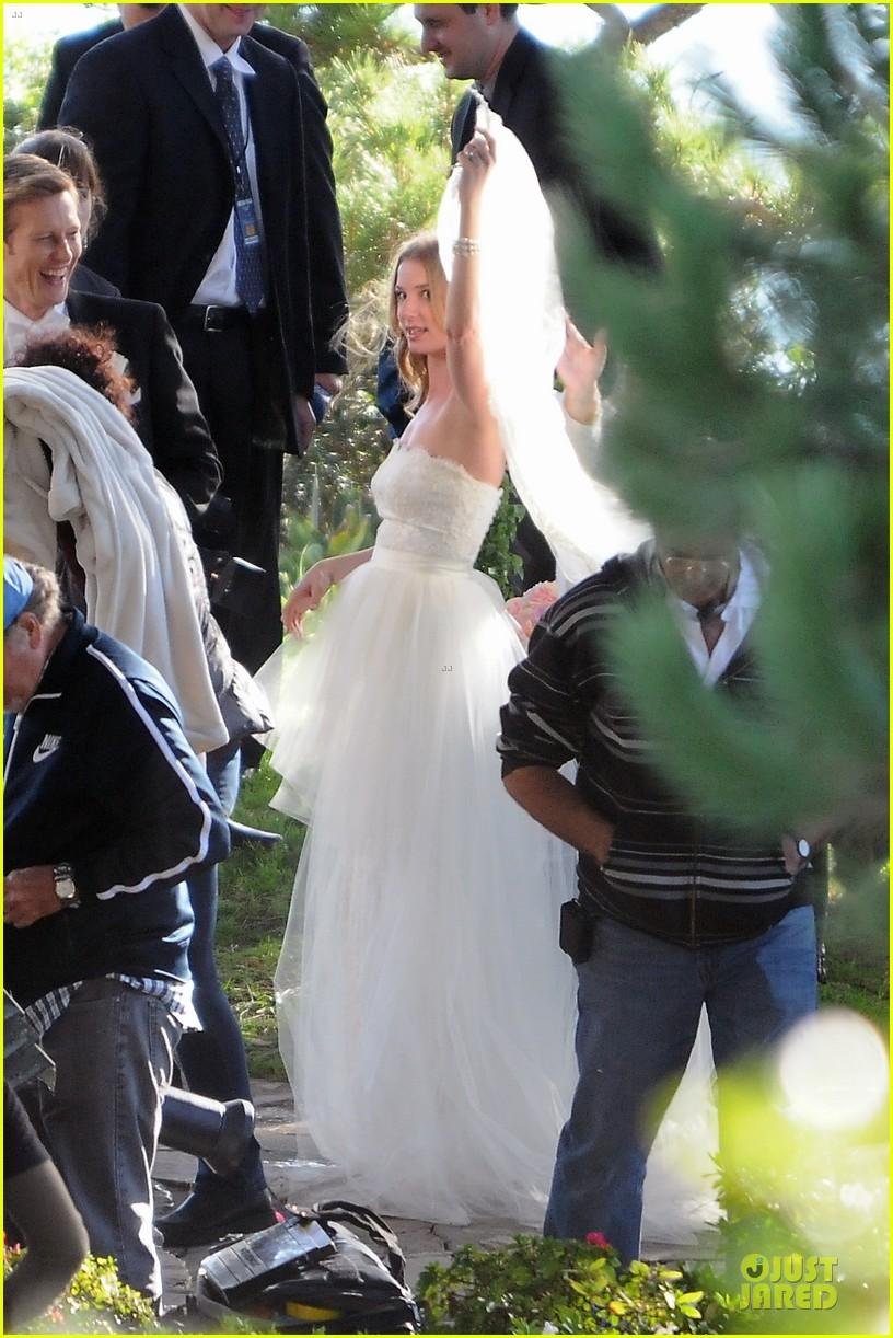 emily vancamp white wedding dress for revenge 102982608