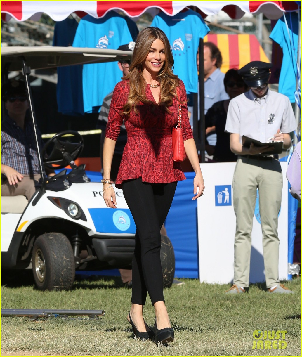 sofia vergara parties it up with modern family diet pepsi 012973476