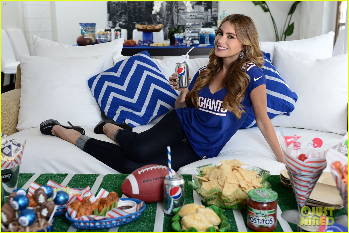 sofia vergara parties it up with modern family diet pepsi 042973479