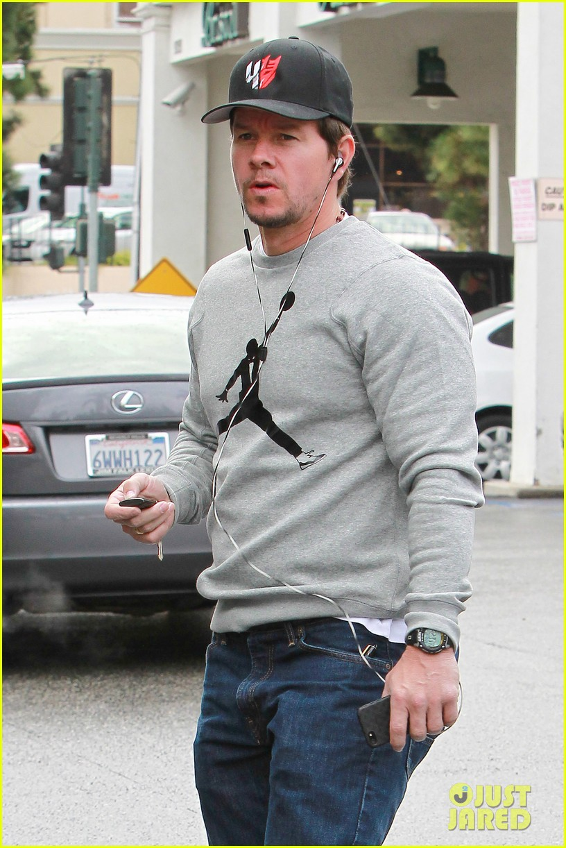 mark wahlberg holds hands with wife rhea durham 042970166