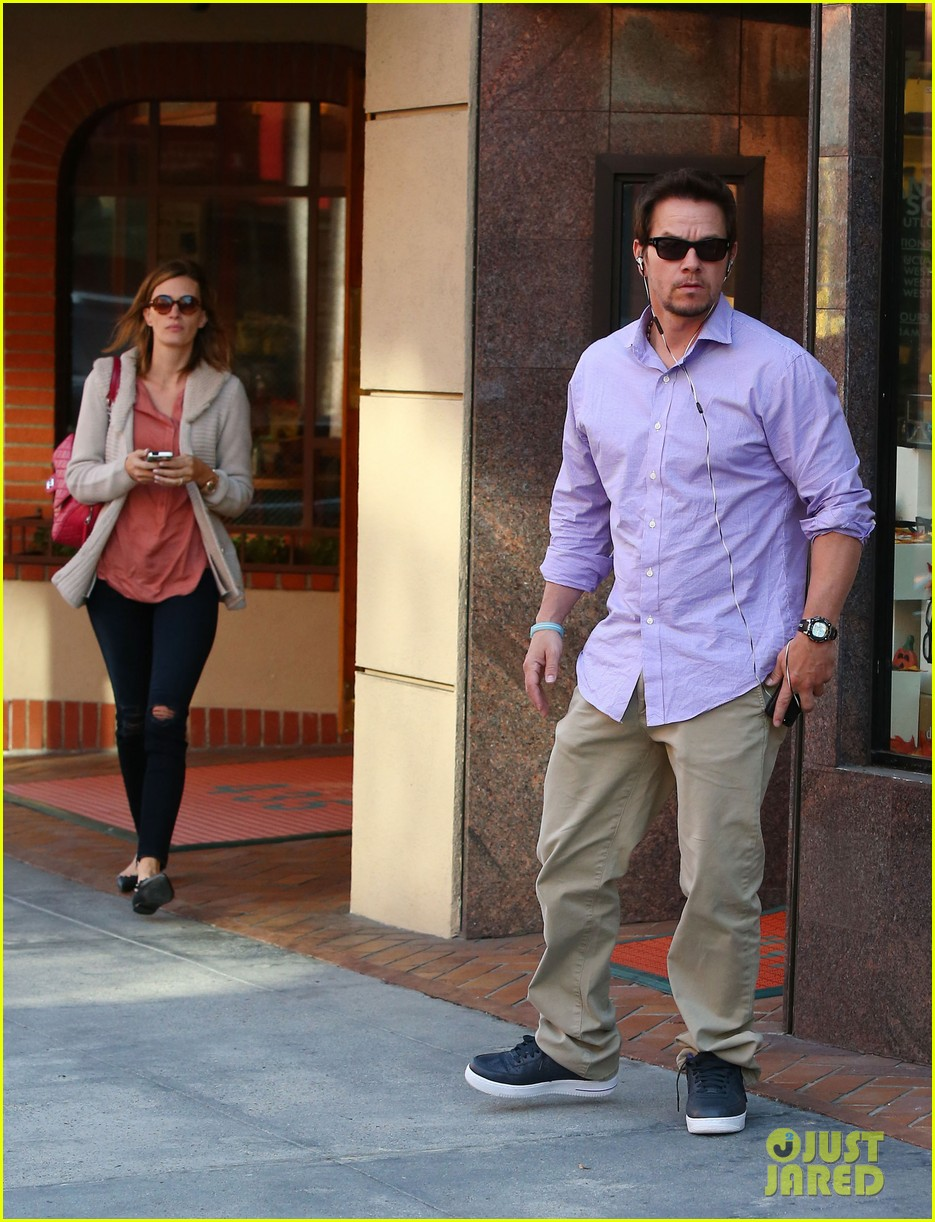 mark wahlberg holds hands with wife rhea durham 062970168