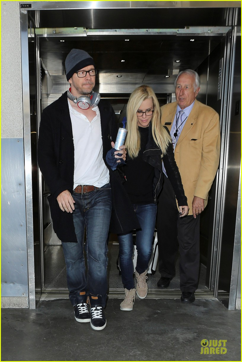 donnie wahlberg jenny mccarthy hold hands at lax airport 152970657