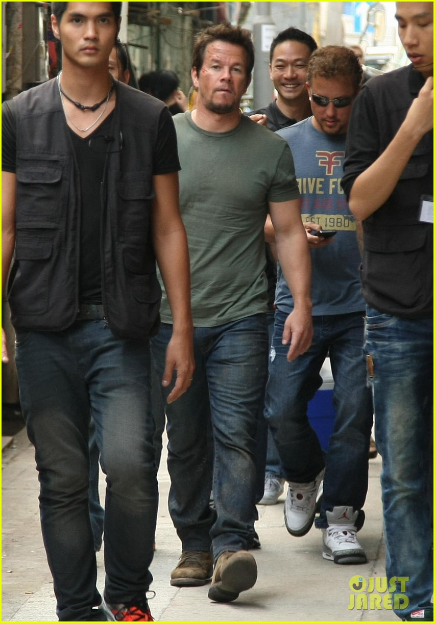 mark wahlberg films transformers 4 in hong kong with nicola peltz jack reynor 072976245