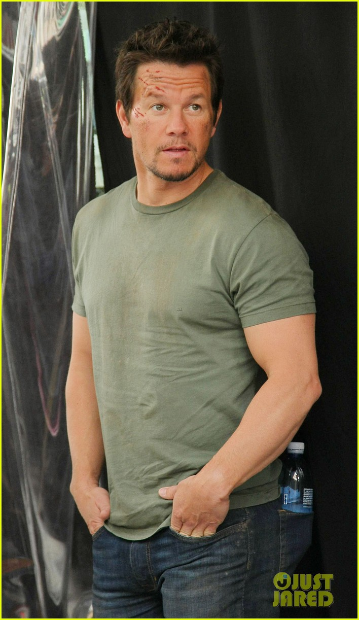 mark wahlberg films transformers 4 in hong kong with nicola peltz jack reynor 112976249