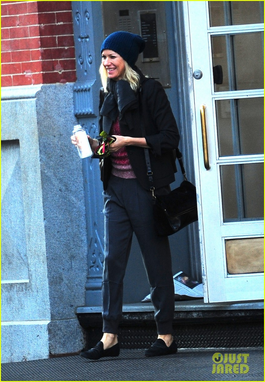naomi watts bundles up for fall weather in new york city 032977626
