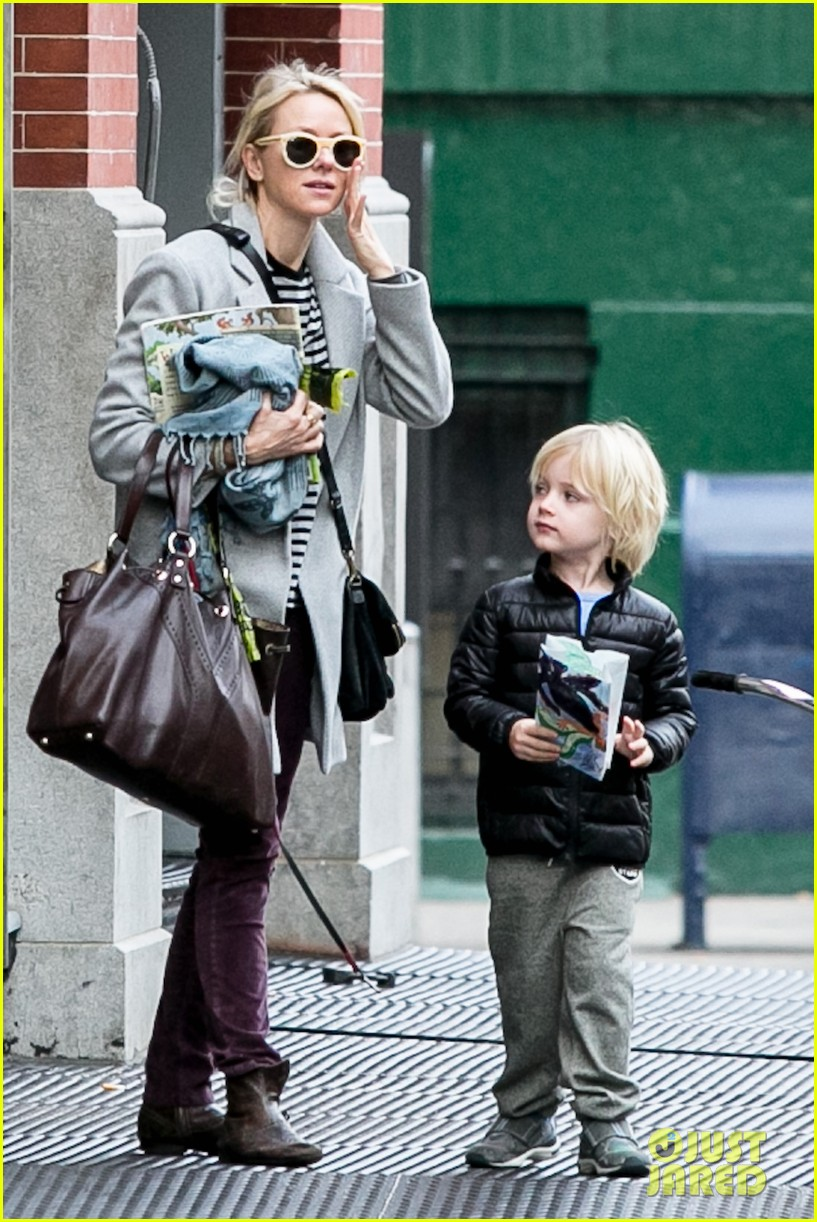 naomi watts bundles up for fall weather in new york city 122977635