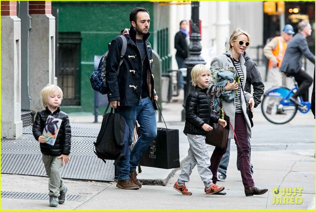 naomi watts bundles up for fall weather in new york city 152977638