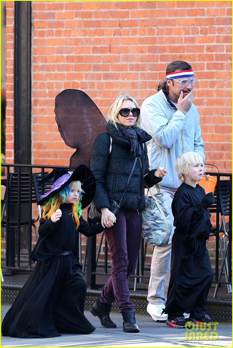 naomi watts liev schreiber early halloween with the boys 012981499