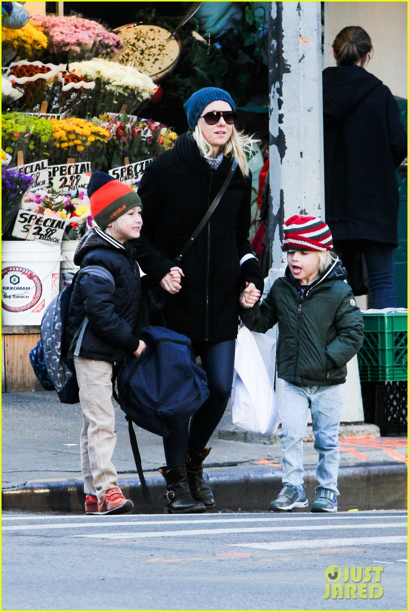naomi watts liev schreiber early halloween with the boys 032981501