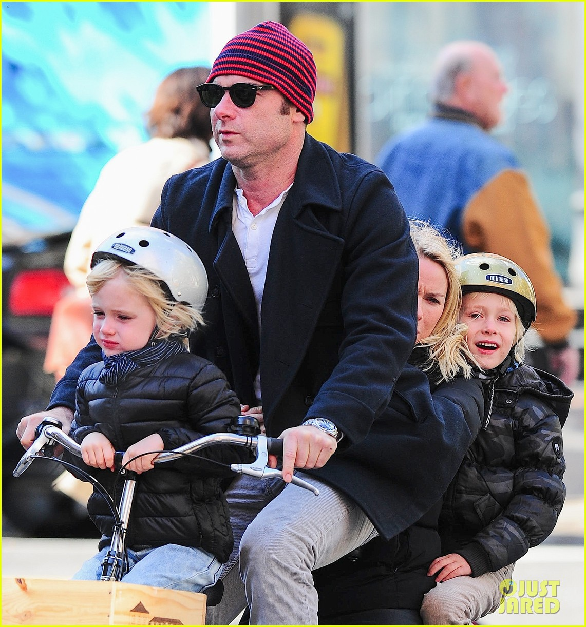 naomi watts liev schreiber early halloween with the boys 042981502