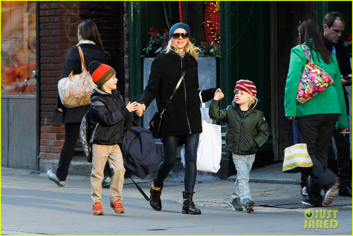 naomi watts liev schreiber early halloween with the boys 062981504