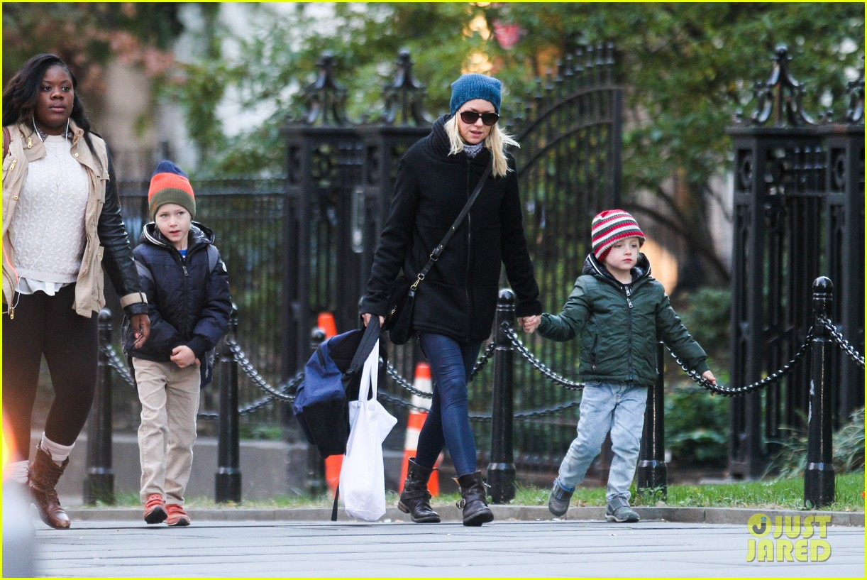 naomi watts liev schreiber early halloween with the boys 082981506