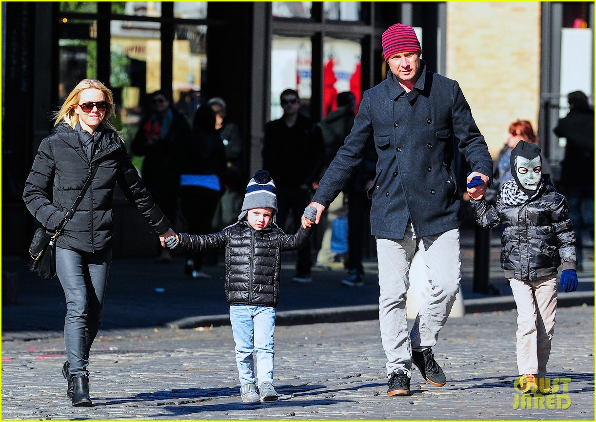 naomi watts liev schreiber early halloween with the boys 132981511
