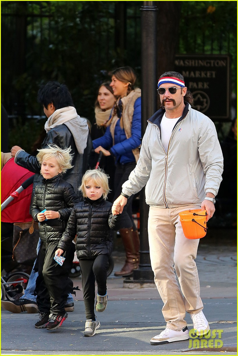 naomi watts liev schreiber early halloween with the boys 162981514