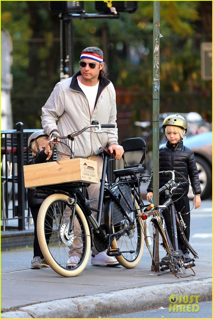 naomi watts liev schreiber early halloween with the boys 202981518