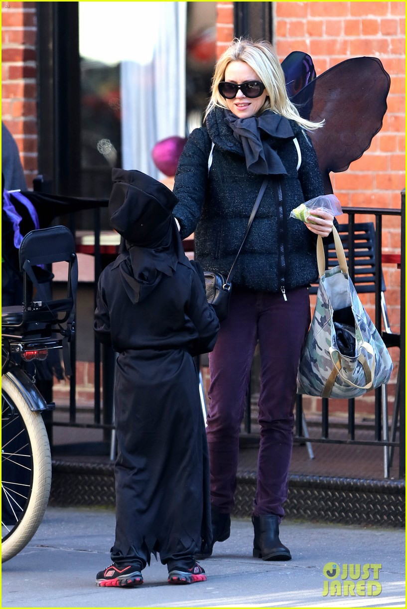 naomi watts liev schreiber early halloween with the boys 212981519