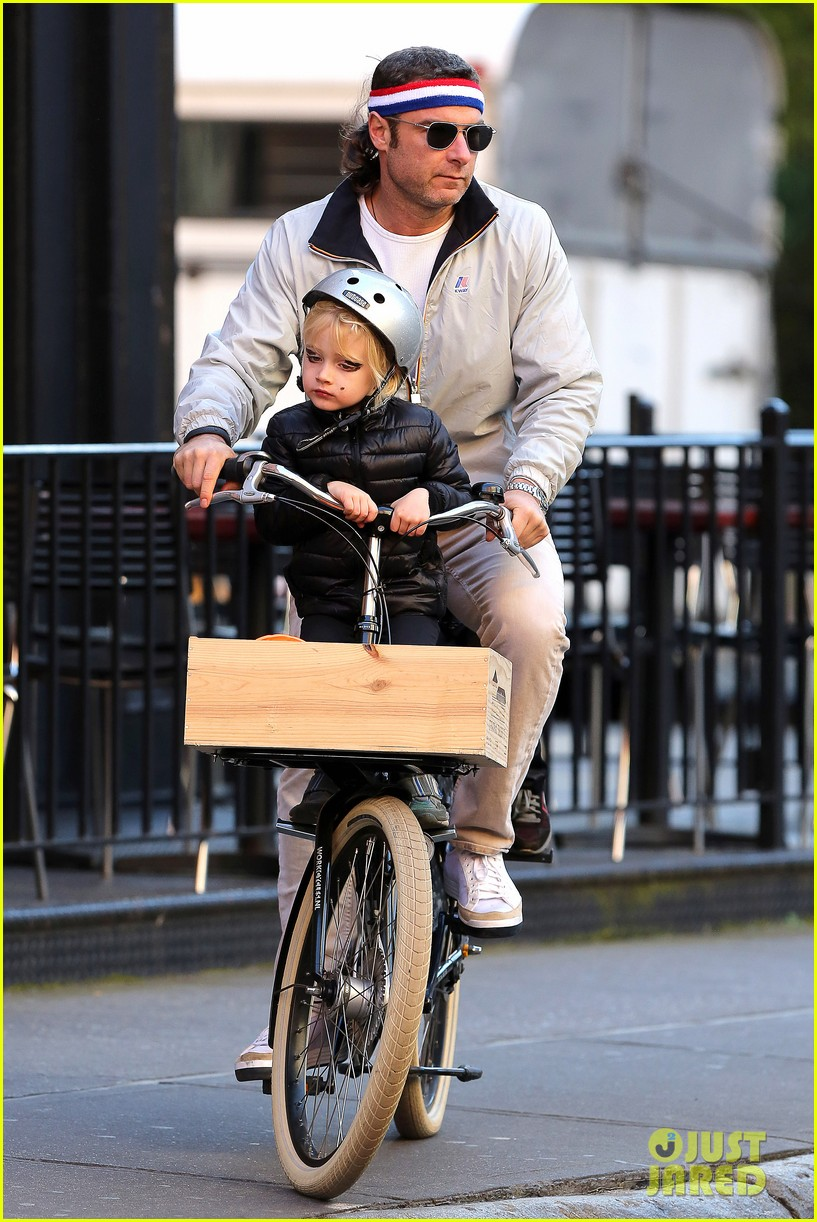 naomi watts liev schreiber early halloween with the boys 242981522