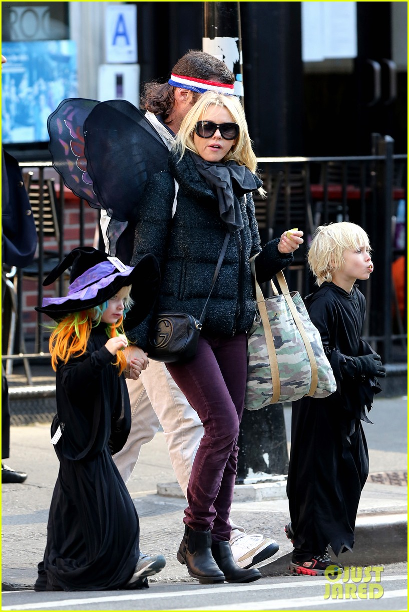 naomi watts liev schreiber early halloween with the boys 252981523