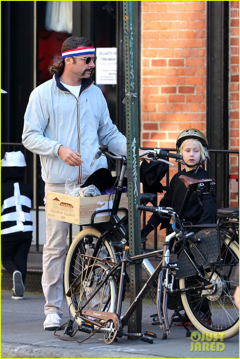 naomi watts liev schreiber early halloween with the boys 272981525